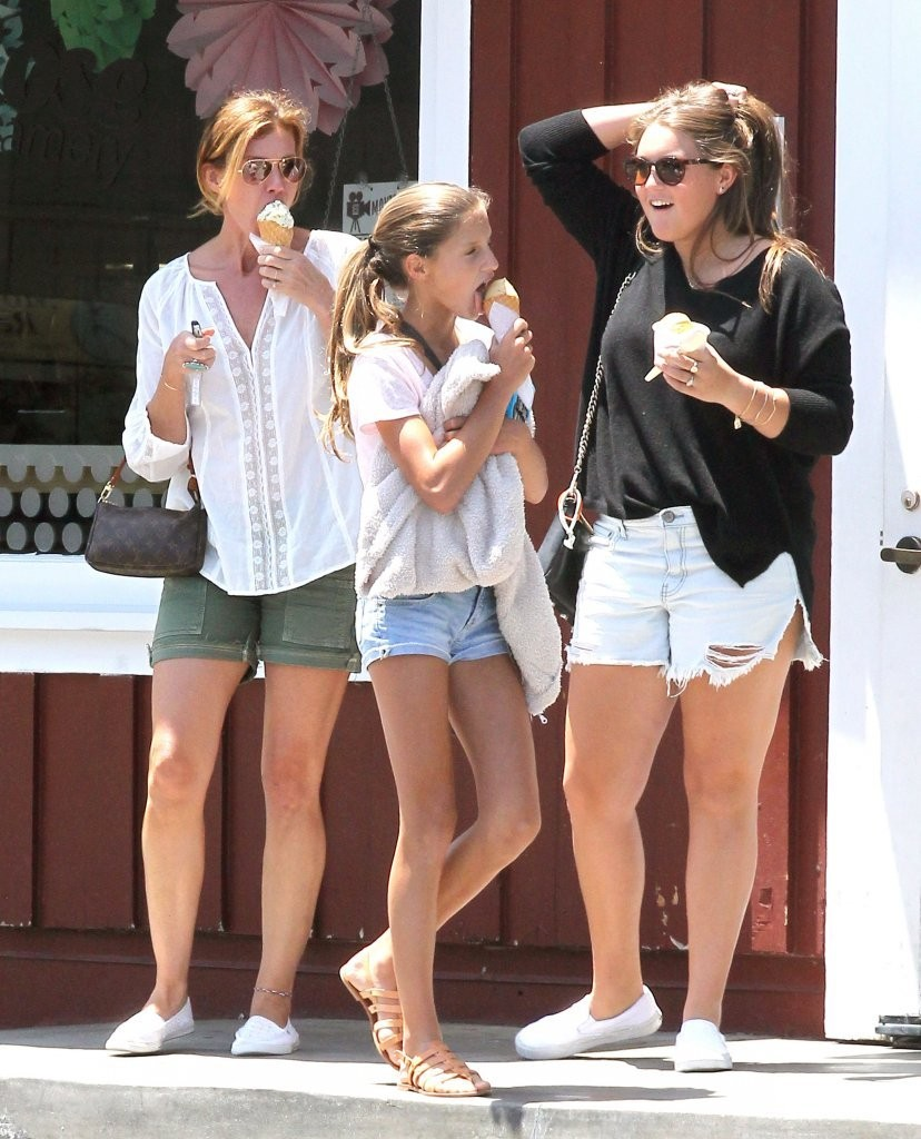 Gracie mcgraw in faith hill stops for ice cream zimbio for Do tim mcgraw and faith hill have kids