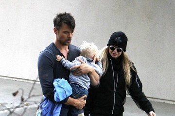 Fergie Fergie & Josh Duhamel Take Axl to the Park