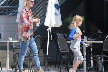 Fiona Facinelli Jennie Garth and Her Daughters Get Lunch