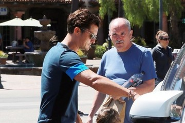 Flynn Bloom Orlando Bloom Shops At CVS With His Father & Son