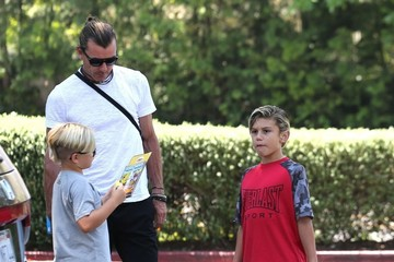 Gavin Rossdale Gwen Stefani and Her Kids Take Dad Gavin Out for Father's Day Lunch