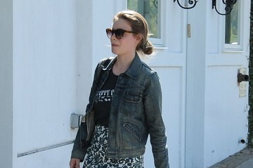 Gillian Jacobs Gillian Jacobs Stops by a Hair Salon in Beverly Hills