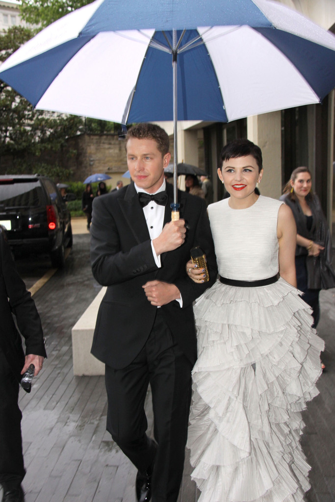 are charming and snow dating in real life Run date 10/23/11 performer ginnifer  it was hard for me to relate in real life because,  how do charming and snow feel about their daughter getting married in.