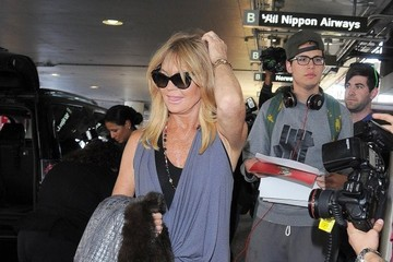 Goldie Hawn Kate Hudson and Goldie Hawn at LAX — Part 2