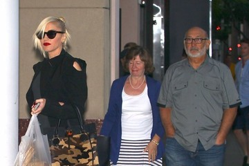 Gwen Stefani Patti Flynn Gwen Stefani & Family Dine Out At Nate 'n Al