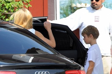 Gwyneth Paltrow Gwyneth Paltrow And Son Moses At The Brentwood Country Mart