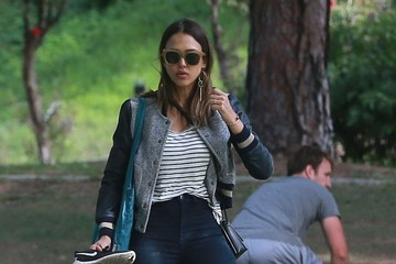 Haven Warren Jessica Alba Takes Her Daughters to the Park