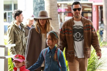 Haven Warren Jessica Alba & Family Go To Brunch