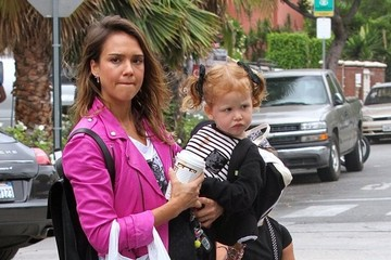 Haven Warren Jessica Alba Spends The Day With Her Girls