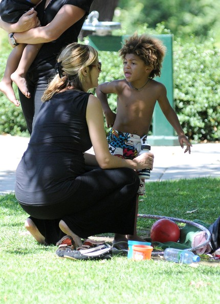 heidi klum kids photos. Heidi Klum And Kids Playing At