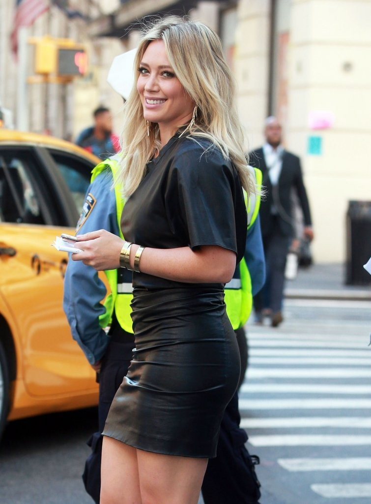 Hilary Duff Photos Photos - Hilary Duff Films 'Younger' in ... Hilary Duff Movies