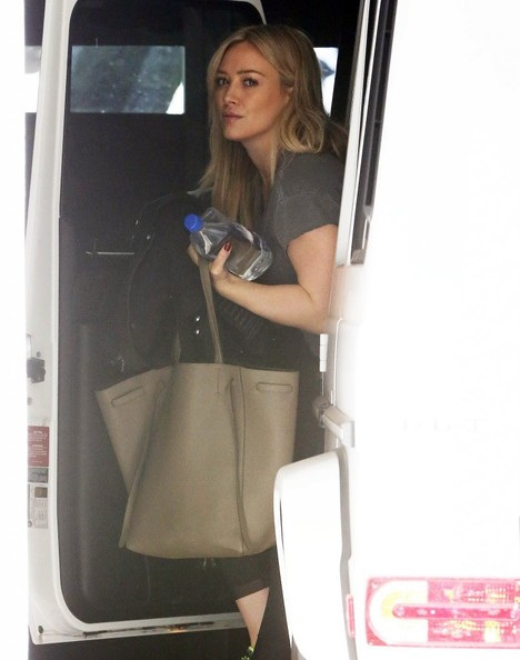 Hilary Duff Gets Her Work Out In - 1 of 8