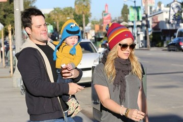 Hilary Duff Mike Comrie Hilary Duff Gets Bagels With Her Family