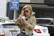 Hilary Duff Shops with a Friend