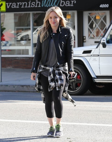 Hilary Duff Stops For Thai Food To Go