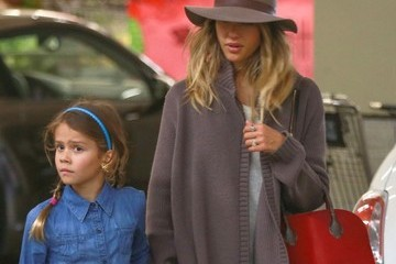 Honor Warren Jessica Alba & Family Grocery Shopping At Whole Foods