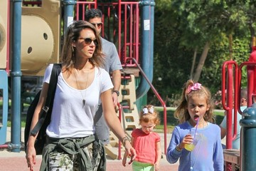 Honor Warren Jessica Alba Takes Her Family to a Park