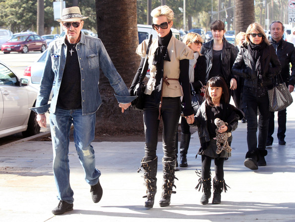 Jade hallyday photos photos johnny hallyday and family for Amanda family maison