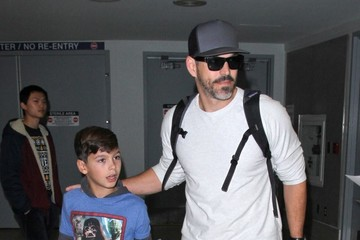 Jake Cibrian LeAnn Rimes Touches Down At LAX With Her Family