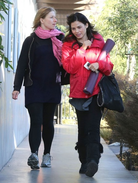 Jenna Dewan-Tatum - Pregnant Jenna Dewan At A Yoga Class In Hollywood