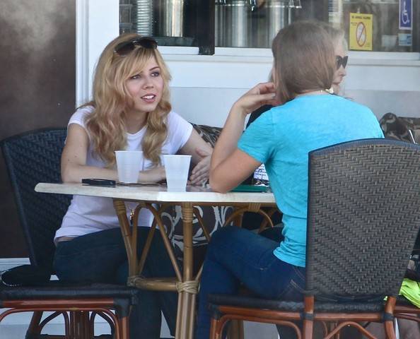 Jennette McCurdy in Jennette McCurdy Gets Lunch at Sweet Butter ...