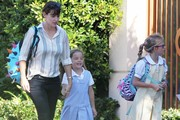 Jennifer Garner Runs Errands With Her Daughters