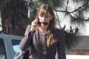 Jennifer Garner Visits the Country Mart