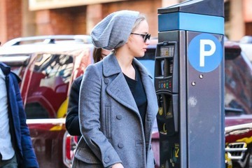 Jennifer Lawrence Jennifer Lawrence Out For Lunch In NYC