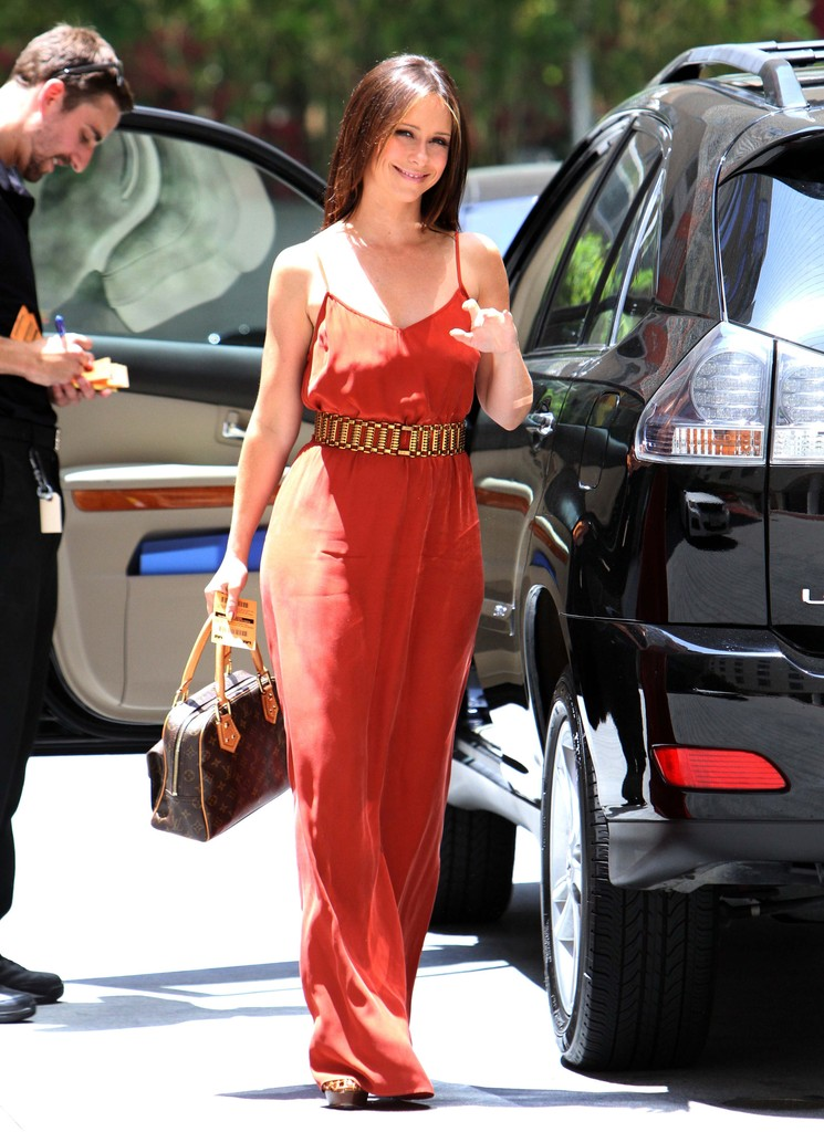 Love This Just Ideal For A Small Apartment: Jennifer Love Hewitt Photos Photos