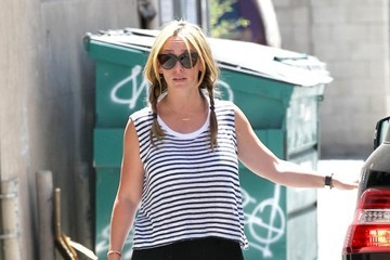 Jennifer Love Hewitt Jennifer Love Hewitt Runs Errands in Santa Monica