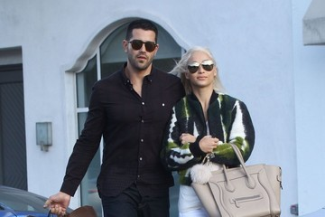 Jesse Metcalfe Jesse Metcalfe and Cara Santana Go out Shopping in Beverly Hills