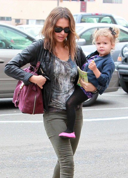 Jessica Alba And Daughter Honor Out For Breakfast At The Griddle Cafe