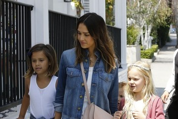 Jessica Alba Haven Warren Jessica Alba Goes Out to Lunch WIth Her Daughters at Au Fudge