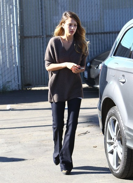 """Fantastic Four"" star Jessica Alba heads to her office on January 11, 2013 in Santa Monica, California. Jessica has signed on to be a presenter at the 70th Golden Globes this Sunday..."