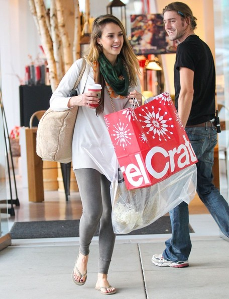 Jessica Alba - Jessica Alba And Daughter Honor Spend The Day Shopping And Eating