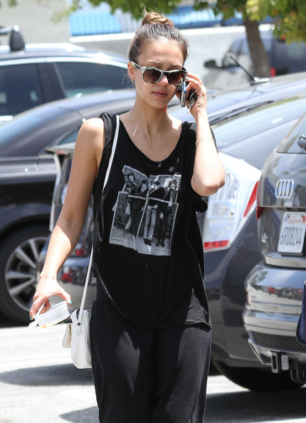 Jessica Alba - Jessica Alba Shops for Home Decor
