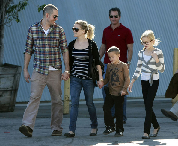 Jim Toth Actress Reese Witherspoon and her boyfriend Jim Toth take her kids