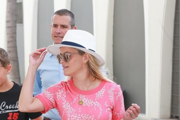 Jim Toth Reese Witherspoon Leaving Her Office With Her Husband & Son