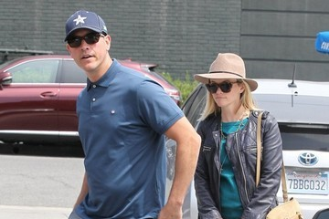 Jim Toth Reese Witherspoon Takes Her Kids To Lunch At The Tavern Restaurant