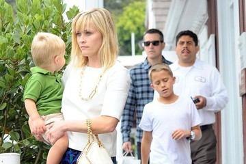 Jim Toth Reese Witherspoon & Family Out For Lunch In Brentwood