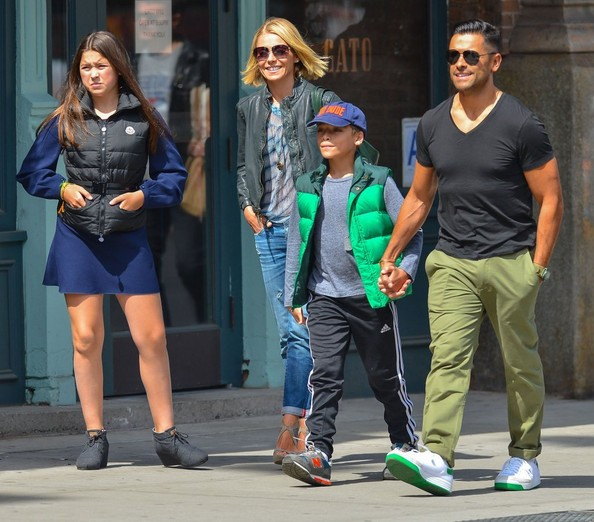 Kelly Ripa Family Out For Lunch In New York City