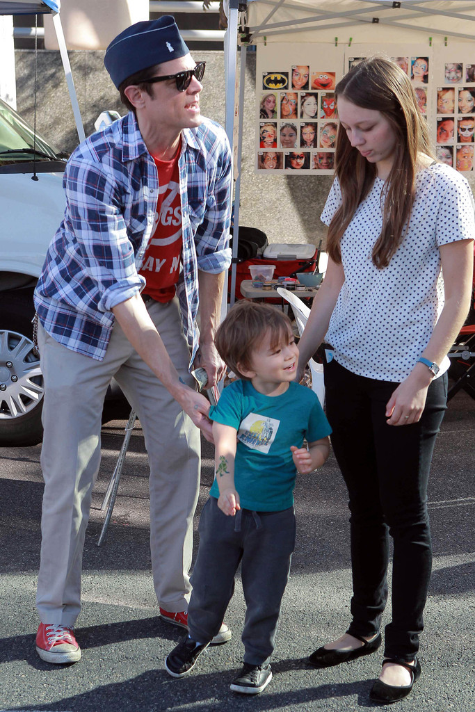Johnny Knoxville and Madison Knoxville Photos Photos - Zimbio