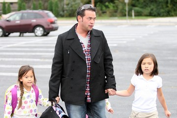 Mady Gosselin Jon Gosselin Picking Up His Kids From The Bus Stop