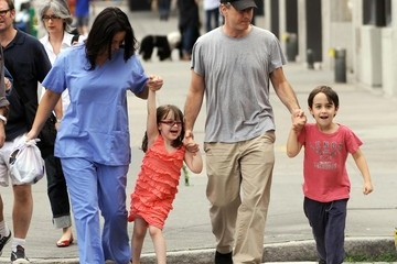 Maggie Stewart Jon Stewart And Family Walking Around In Lower Manhattan