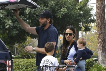 Jordana Brewster Andrew Form Jordana Brewster Goes Grocery Shopping in Pacific Palisades