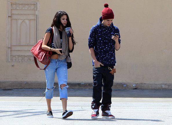 is justin bieber still dating selena gomez 2012