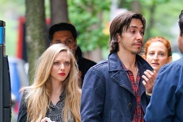 Justin Long Amanda Seyfried and Justin Long Take a Stroll
