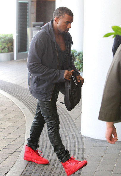 Kanye West Arriving At Kim's Hotel In Miami - Zimbio