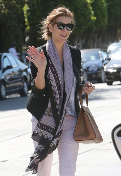 Kate Walsh Waves To The Cameras After Lunch
