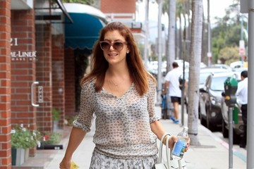 Kate Walsh Kate Walsh Leaving a Medical Building